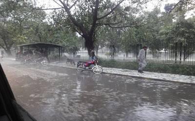 مون سون کا سلسلہ پاکستان میں داخل،لاہور سمیت مختلف شہروں میں موسلادھار بارش،نشیبی علاقے زیر آب آگئے