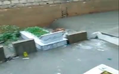 وہ قبرستان جس کی 50 ہزار سے زائد قبریں بارش کے پانی میں ڈوب گئیں