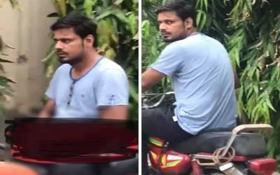 نوجوان لڑکیوں کے سامنے موٹرسائیکل پر بیٹھ کر خود لذتی کرنے والا سکوٹر سمیت پکڑا گیا