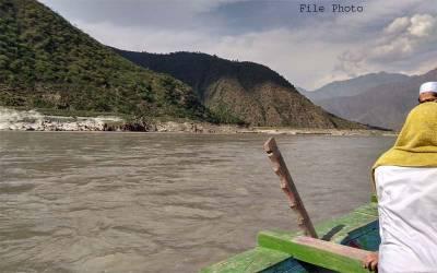 دریائے سندھ میں کشتی پر سوار دو گروپوں میں لڑائی ہو گئی اور پھر ۔۔نہایت حیران کن خبر آ گئی