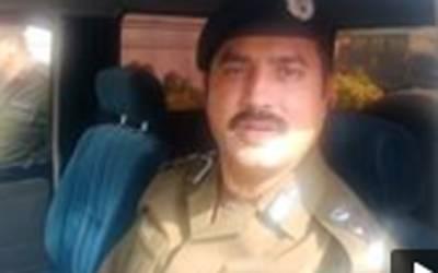 وکیل نے لیڈی کانسٹیبل کوتھپڑوں کے ساتھ کک بھی رسید کی ، ڈی پی او شیخوپورہ کاانکشاف