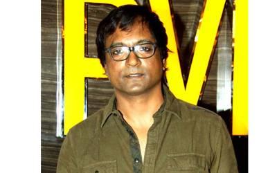 بالی ووڈ کے اداکار کو اہلیہ سمیت افسوسناک الزام میں گرفتار کرکے جیل بھجوا دیا گیا