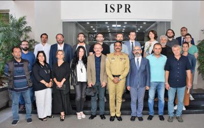 ترک صحافیوں کا آئی ایس پی آر آفس کا دورہ ، کنٹرول لائن اورورکنگ باﺅنڈری پربریفنگ دی گئی