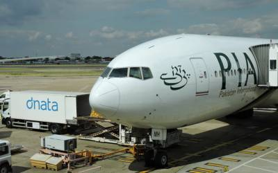 پی آئی اے کی ایئر ہوسٹس رنگے ہاتھوں پکڑی گئی