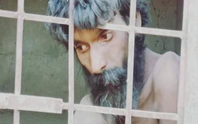 بڑے بھائی نے چھوٹے کو 5 سال تک قید کیے رکھا، پولیس نے اسے نہلانے کو کہا تو بدبو کے باعث کوئی بھی قریب نہ آیا لیکن پھر ایک اے ایس آئی نے پنجاب پولیس کے سر فخر سے بلند کردیے