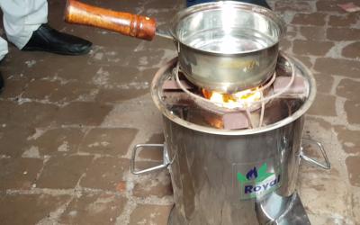 لاہور کے طالبعلم نے بجلی اور گیس کے بغیر چلنے والا چولہا تیار کرلیا، پیسے بچانے کا نسخہ آپ بھی جانئے