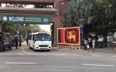 سری لنکا کے ساتھ میچ سے قبل قذافی سٹیڈیم لاہور کے باہر کیا ماحول ہے؟ آپ بھی دیکھئے