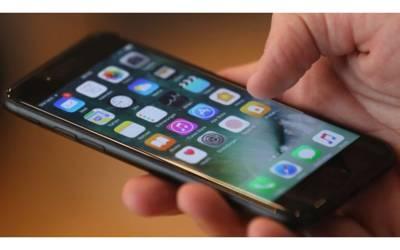 'ایپل کے آئی فون نے مجھے ہم جنس پرست بنا دیا' آدمی کا کمپنی کے خلاف انوکھا مقدمہ