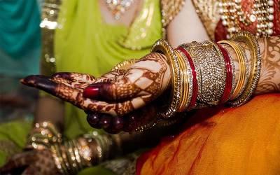 دلہے کے بیت الخلاءمیں تصویر بناﺅ اور 51 ہزار انعام لے جاﺅ ، بھارت نے انوکھی سکیم متعارف کروا دی