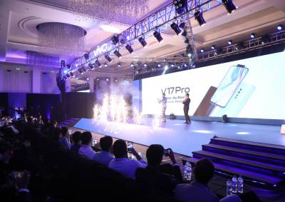 ویوو نے پاکستان میں دنیا کا پہلا 32 میگا پکزل ڈول پاپ اپ سیلفی کیمرہ والا V17 پروسمارٹ فون متعارف کروادیا