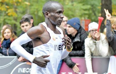 کینیا کے ایتھلیٹ نے میراتھن ریس میں تاریخ رقم کر دی، 42.2 کلومیٹر کا فاصلہ کتنے وقت میں طے کیا؟ جان کر آپ کی آنکھیں بھی کھلی کی کھلی رہ جائیں