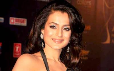 معروف بھارتی اداکارہ کی گرفتاری کا حکم آگیا