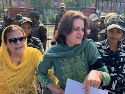 مقبوضہ کشمیر میں مظالم کے خلاف سول سوسائٹی کی خواتین کا احتجاج،سابق کٹھ پتلی وزیر اعلیٰ فاروق عبد اللہ کی بہن اور بیٹی گرفتار