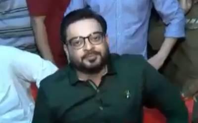 ' مرغی کا افتتاح پوری کائنات میں مرغے کے علاوہ کوئی نہیں کرسکتا' عامر لیاقت حسین کی ٹی وی پروگرام میں دلیل