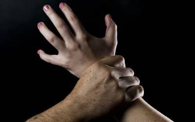 آدمی نے اپنی بیوی کا ریپ کرنے والے کا عضو خاص کاٹ دیا، شوہر کو ریپسٹ سے زیادہ سزا ملنے کا امکان