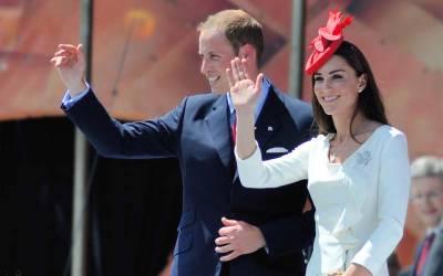 برطانوی جوڑے کو بادشاہی مسجد میں تلاوت سنائی جارہی تھی تو شہزادی کیٹ نے دیکھا کہ ان کا پاﺅں لباس سے باہر ہے تو انہوں نے کیا کیا ؟ شاندار خبرآ گئی