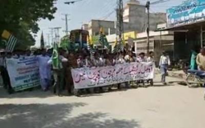 کشمیروں سے اظہار یکجہتی کے لئے تین تلوار چوک سے پریس کلب عمر کوٹ تک ریلی نکالی گئی