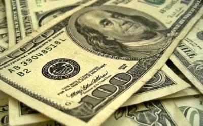 کاروباری ہفتے کے آغاز پر انٹربینک میں ڈالر مہنگا،سٹاک ایکسچینج میں بھی مندی