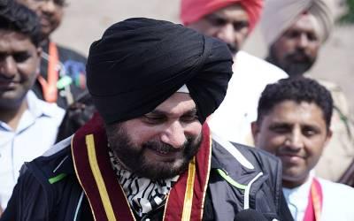 سابق کرکٹر نوجوت سنگھ سدھونے پاکستان آنے کیلئے بھارتی حکومت کو کلیئرنس درخواست دیدی