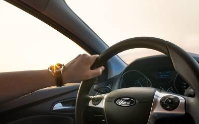 شراب پی کر ڈرائیور کے ساتھ بیٹھنے والی خاتون پر ڈرائیونگ پر پابندی لگادی گئی؟ لیکن کیوں؟ انتہائی حیران کن خبر آگئی
