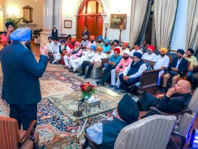بھارت سے آنیوالے سکھ یاتر یوں کا گور نر ہائوس لاہور کا دورہ