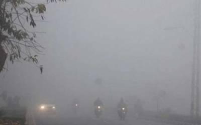 صوبائی دارالحکومت سموگ کی لپیٹ میں، شہریوں کو سانس لینے میں دشواری کا سامنا
