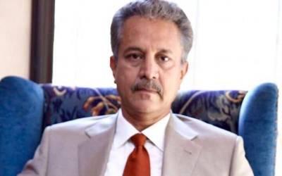 کراچی :نامعلوم افراد کا میئر کراچی کے دفتر پر کچرے سے' حملہ'