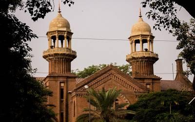 آئی جی پنجاب کل نہیں آتے تو توہین عدالت کا نوٹس جاری کروںگا،لاہورہائیکورٹ نے چیف سیکرٹری کو آئی جی پنجاب کی چھٹی کے ریکارڈ سمیت کل طلب کرلیا