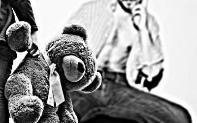 بچوں سے زیادتی،عالمی گینگ کے سرغنہ سے ایک اور بچہ برآمد،وہ بچے کو آئس کا نشہ دے کر۔۔۔پولیس نے انتہائی تشویشناک بات بتادی