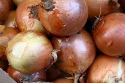چلغوزے اور ٹماٹر کے بعد اب پیاز کی باری، بنگلہ دیش میں 476 روپے فی کلوگرام تک قیمت جا پہنچی