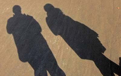 ساتھ رہنے والی دو عورتیں اور ایک مرد، دنیا کی انوکھی ترین پریم کہانی