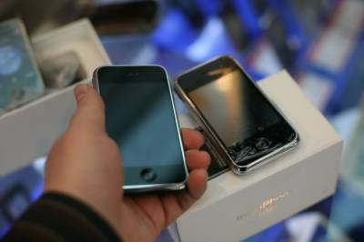 موبائل فون سمز اور سمارٹ کارڈز اب پاکستان میں ہی بنانے کا فیصلہ