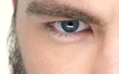 آدمی کو کتے نے کاٹا، اور پھر 12 سال بعد اس کی آنکھ سے کون سا کیڑا نکل آیا؟ انتہائی پریشان کن خبر آگئی