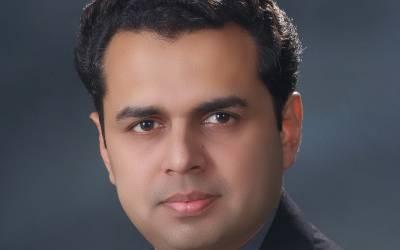 'اپنے نئے باس کی ساری بیویوں کے سارے۔۔۔'طلال چوہدری نے فردوس عاشق اعوان کو کھری کھری سنادیں