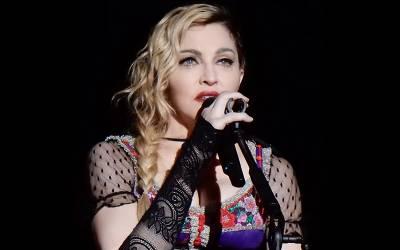 معروف گلوکارہ میڈونا باقاعدگی سے اپنا ہی پیشاب کیوں پینے لگ گئیں؟