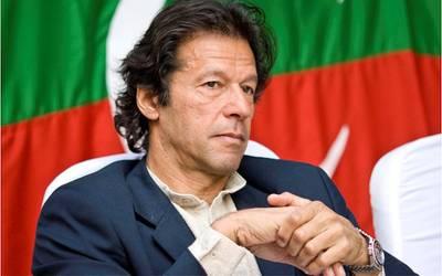 نوازشریف کو جہاز پر چڑھتے دیکھا تو ڈاکٹر کی رپورٹ نکال لی ، پھر سوچا کہ یہ کیسی بیماری ہے جو جہاز دیکھتے ہی ٹھیک ہوگئی: عمران خان