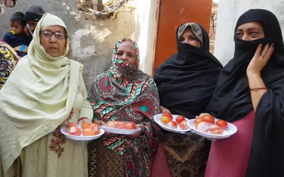 لاہور کی خواتین کے قراندازی میں ٹماٹر نکل آئے، خوشی سے آنکھوں میں آنسو آگئے
