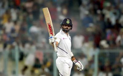 دوسرا ٹیسٹ، ویرات کوہلی کی شاندار سنچری، بھارت نے اننگز 347 رنز 9 کھلاڑی آﺅٹ پر ڈکلیئر کر دی
