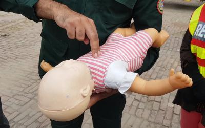 چھوٹے بچے کے گلے میں کچھ پھنس جائے تو کیا کرنا چاہیے؟ وہ بات جو زندگی بچاسکتی ہے