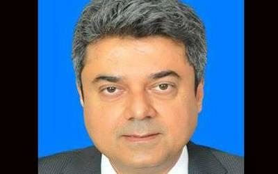 فروغ نسیم ایک بار پھر وفاقی وزیر قانون بن گئے،عہدے کاحلف اٹھالیا