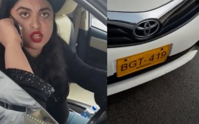 ٹریفک پولیس سے بدتمیزی کرنے والی خاتون گرفتاری سے بال بال بچ گئی