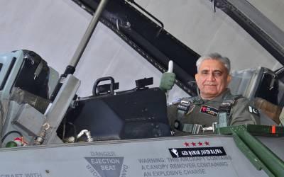 آرمی چیف کا مصحف ایئر بیس کا دورہ ، ایف 16 میں اڑان بھری