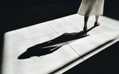 7 سال کی عمر میں اپنے ہی بھائی کے ہاتھوں جنسی زیادتی کا نشانہ بننے والی لڑکی نے 25 سال بعد اپنی کہانی سنادی