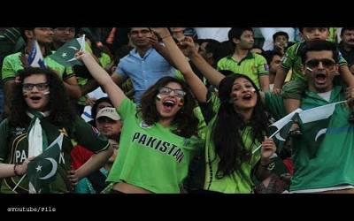 پاکستانی لڑکیاں اجنبی مردوں کو کس طرح کے میسجز بھیج کر چھیڑتی ہیں؟ دیکھ کر آپ کا بھی منہ کھلا کا کھلا رہ جائے