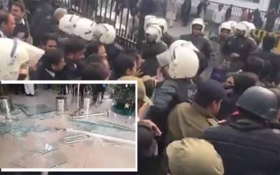 وکلا کی جی پی او چوک پر ہڑتال کے بعد سول سیکرٹریٹ میں گھسنے کی کوشش