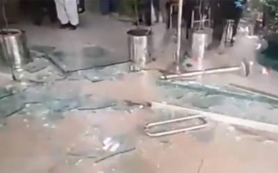 پی آئی سی حملہ انتظامی نااہلی،پولیس کی تاخیرپروزیراعلیٰ نے ایکشن لیا