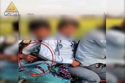 سکول جاتا بچہ اسلحہ اٹھانے پر مجبور لیکن وجہ ایسی کہ ہرپاکستانی کا دل خون کے آنسو روئے گا