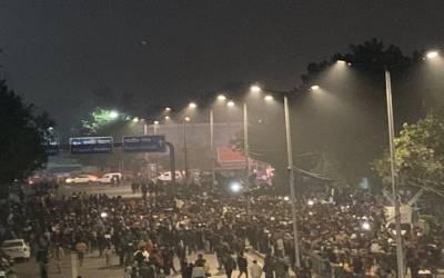 بھارتی پولیس کا جامعہ ملیہ اسلامیہ پر حملہ، سینکڑوں طلبہ زخمی، متعدد شہادتوں کا خطرہ، پولیس گردی کے خلاف مسلمان سراپا احتجاج