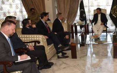 بحرین روانگی سے پہلے وزیراعظم سے امریکی سینیٹرکی ملاقات,خطے کی صورتحال پر بات چیت