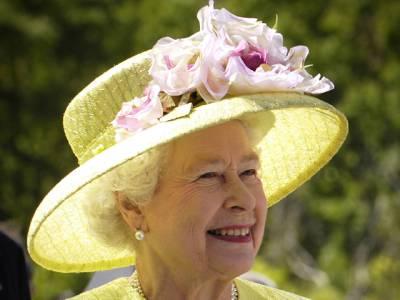 ملکہ برطانیہ کو سوشل میڈیا مینیجر کی آسامی کیلئے باصلاحیت نوجوان کو تلاش، مراعات کیا ہوں گی؟ جان کر آنکھیں کھلی کی کھلی رہ جائیں